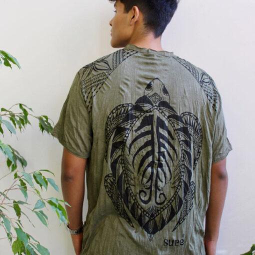 Maori Turtle Shirt von hinten